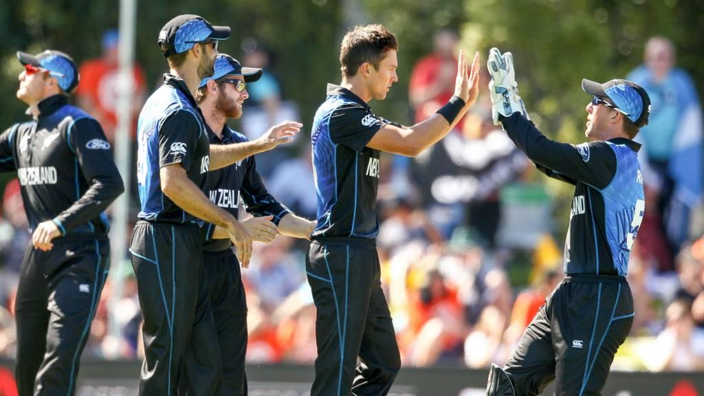 Trent Boult (centre) of New Zealand celebrates