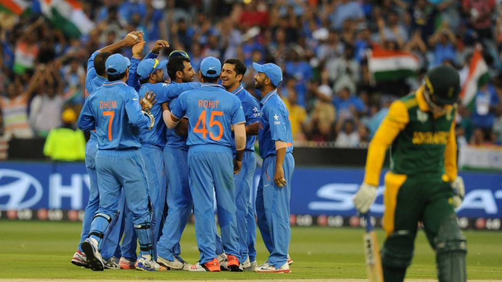Quinton de Kock leaves the field as India celebrate