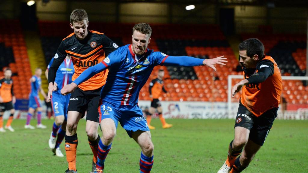 Dundee United and Inverness players