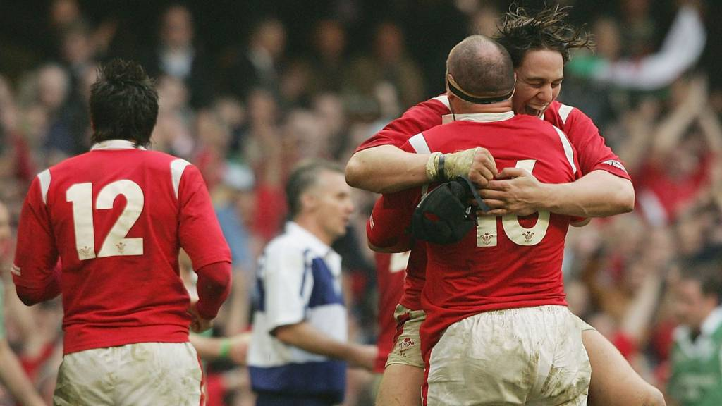 Ryan Jones celebrates winning the Grand Slam in 2005