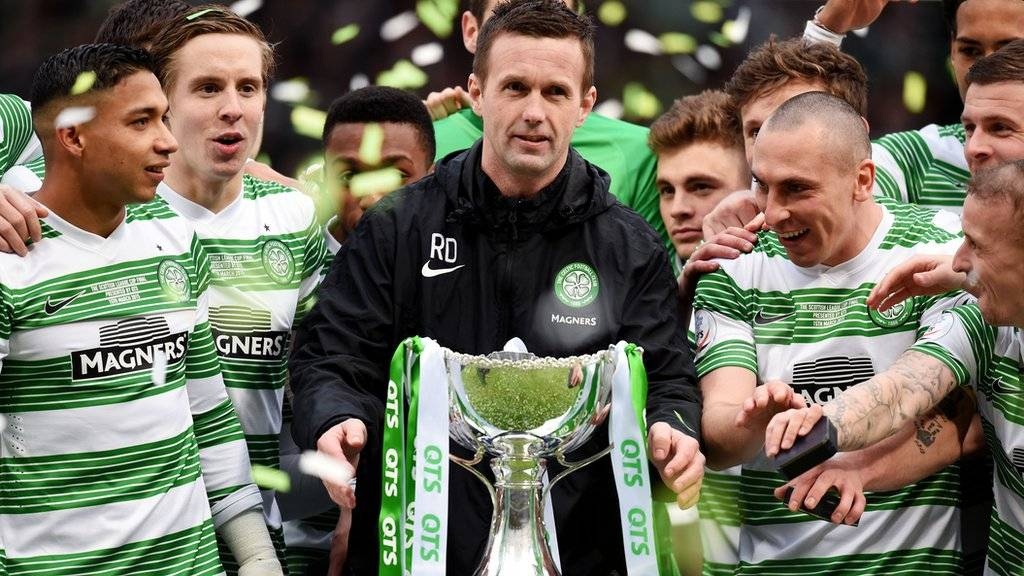 Ronny Deila lifts the cup with the Celtic team