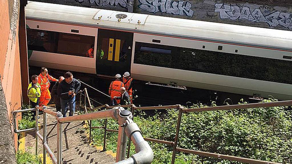 Train stuck at Clapham Junction