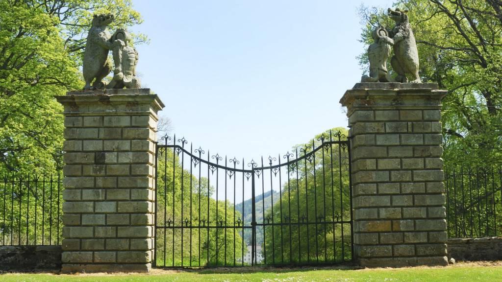 Traquair gates