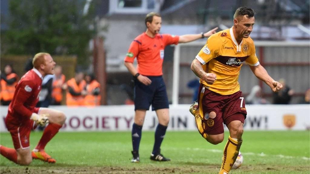 Scott McDonald celebrates scoring against Kilmarnock