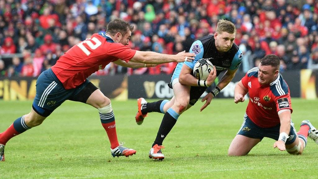 Finn Russell darts through to score Glasgow's fourth try