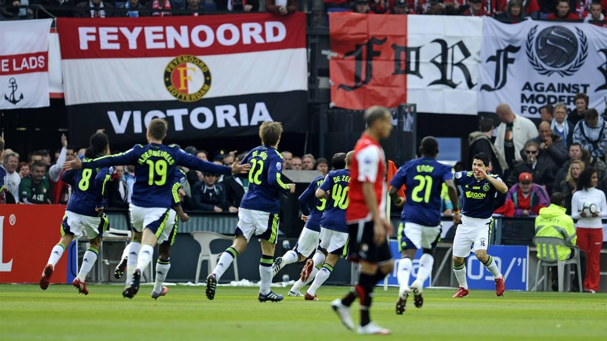 Luis Suarez and Ajax celebrate a goal at Feyenoord