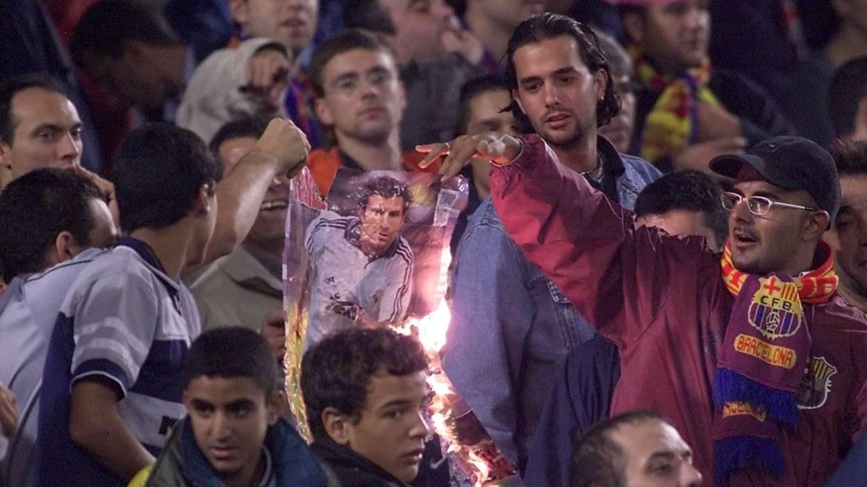 Barcelona fans burn a picture of Luis Figo
