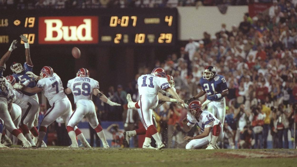 Scott Norwood misses a field goal in the 1991 Super Bowl