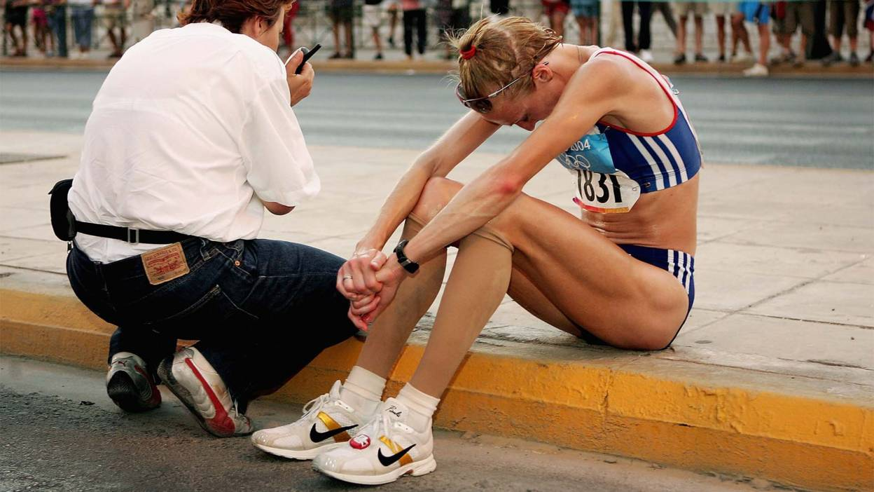 Paula Radcliffe pulls out of the 2004 Olympic marathon.