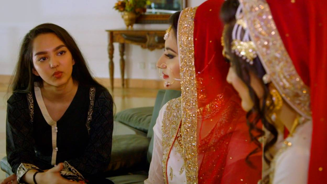 Hiba chats to two sisters