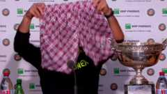 Play video Shorts won French Open - WawrinkaShorts won French Open -  Wawrinka 3d069b533ce5