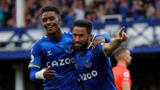 Demarai Gray congratulates Andros Townsend on scoring for Everton against Norwich