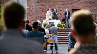 Blagoslov pred katočičkom crkvom u berlinu