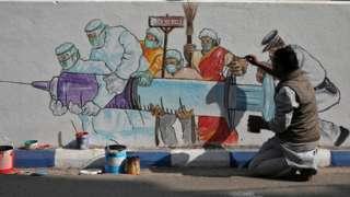Индия пока только репетирует вакцинацию. Граффити в Калькутте