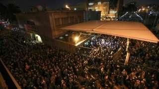 이란 군 당국이 여객기 격추 사실을 시인하자 테헤란에서 이란 정부를 비난하는 시위가 열렸다