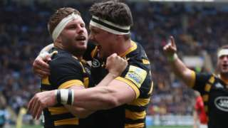 Wasps' Thomas Young (left) celebrates with team mate Guy Thompson