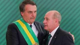Bolsonaro com o novo ministro da Defesa, Fernando Azevedo e Silva