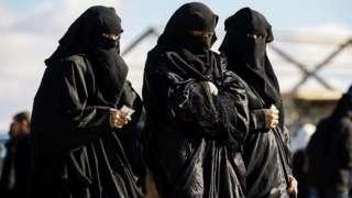Un grupo de mujeres en el campo de prisioneros de al-Hol.