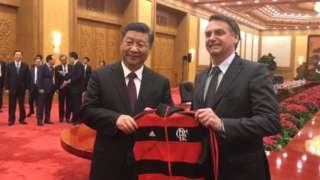 Bolsonaro dá camisa do Flamengo para Xi Jinping