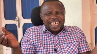 Papa Sava aseka aganira n'umunyamakuru wa BBC Jean Claude Mwambutsa