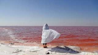 विशेषज्ञों को डर है कि लंबे समय तक सूखा ठीक होती उर्मिया झील को ख़तरे में डाल सकता है.