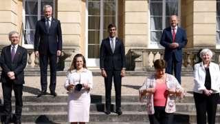 Групповая фотография министров финансов стран Большой семерки на встрече в Лондоне