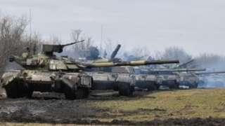 Украина танктары Орусия аннексиялап алган Крымга жакын чек арадагы аскер машыгуусунда