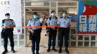香港警方派出约200名警员进行搜查。