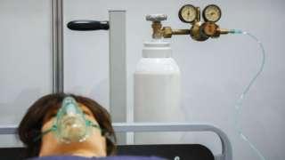 အောက်ဆီဂျင်ဘူး၊ လူရုပ်တို့နဲ့ သရုပ်ပြထားပုံ