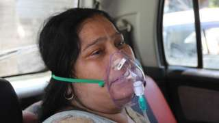 A Covid-19 patient gets oxygen on the spot provided by Sikh Organization at Gurdwara in Indirapuram, Ghaziabad, Uttar Pradesh, India on April 24, 2021. India put oxygen tankers on special express trains as major hospitals in Delhi NCR to save COVID-19 patients who are struggling to breathe. (