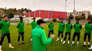 Nigerian players dey train for camp
