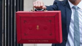Sunak holds red briefcase