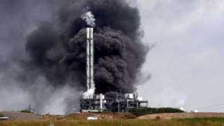 Пожар после взрыва на заводе химотходов в Леверкузене