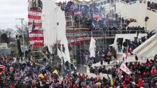 미국 국회의사당을 점거한 트럼프 지지자들