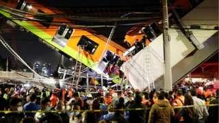 Vía elevada y vagones colapsados en Ciudad de México