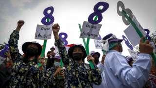 曼谷三八游行要求改善劳工条件和产假待遇