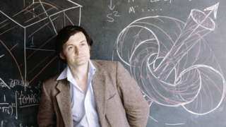 เซอร์โรเจอร์ เพนโรส เมื่อปี 1980 เขาสอนและวิจัยอยู่ที่มหาวิทยาลัยอ็อกซ์ฟอร์ดมาจนถึงปัจจุบัน