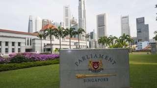 စင်္ကာပူ၊ နိုင်ငံခြား၊ စွက်ဖက်မှု