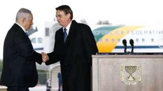 Netanyahu e Bolsonaro apertam as mãos