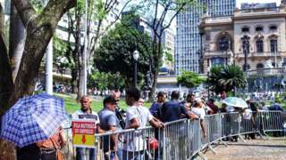 Fila do mutirão do emprego em São Paulo