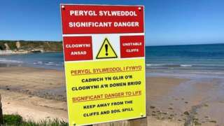 Gwynedd Council has put up new warning signs following the landslip