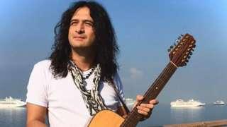 Juan Jade and his guitar