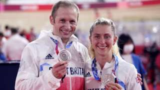Jason and Laura Kenny with silver medals