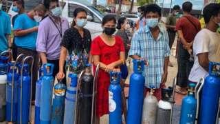 Очередь за кислородом в Мьянме