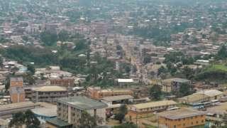 Une vue aérienne de la ville de Bamenda