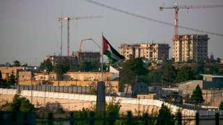 İsrailli yerleşim yerleri ve çevresine örülen duvarlar, Filistinlilerin yaşadığı bölgelerin birbiriyle bağlantısını kesiyor