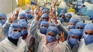 عمال المصنع في تونس