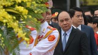 ông Nguyễn Đức Chung (đầu tiên, phải)