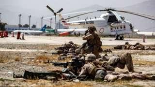 ကာဘူးလ်လေဆိပ်ကို အမေရိကန်စစ်သားတွေ လုံခြုံရေးစောင့်ပေးနေတာဖြစ်ပါတယ်။