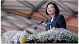 蔡英文提到,台海和平是兩岸彼此共同責任,「台灣無法單獨承擔」。